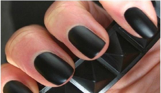 Black-Gothic-Matte-Nail-Glitter-for-Unique-Girls-Copy