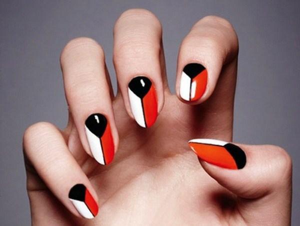 Khloe-Kardashian-Wild-Wednesday-Geometric-Nails-58-580x514-Copy
