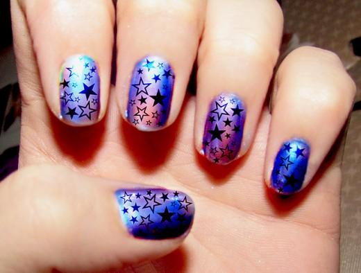 Purple-Hologram-Star-Nail-Art-520x394