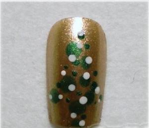 Xmas-Tree-Nail-Designs-300x257