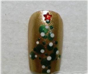 Xmas-Tree-Nail-Designs-DIY-300x254