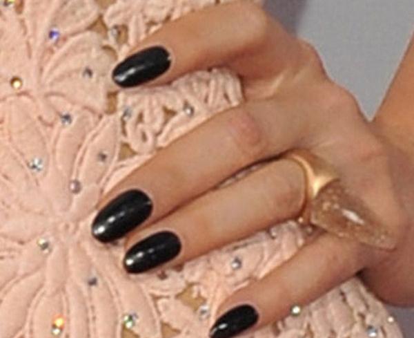kesha-nails-black-Copy