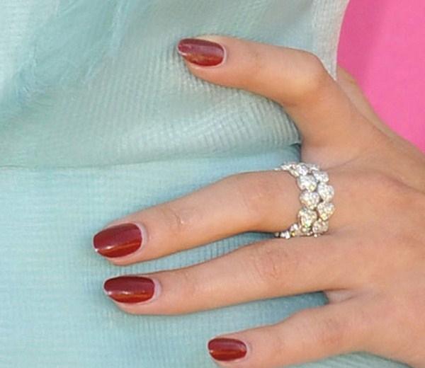 selena-gomez-nails-2013-03-23-Copy