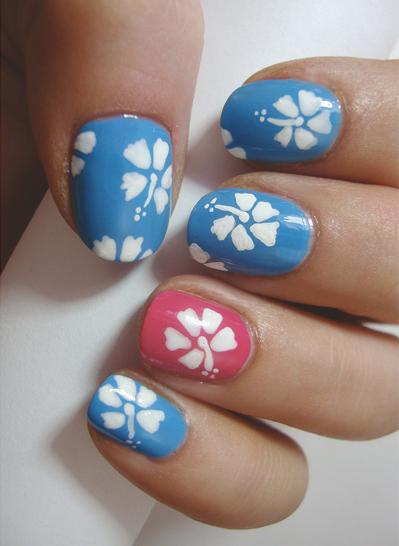 Hawaiian-Hibiscus-Nails
