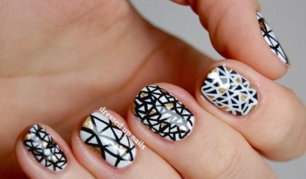 black-and-white-triangle-geometric-nail-art-1-Copy1