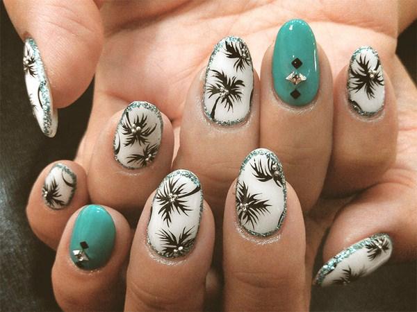 45.beautiful-palm-tree-nail-art (Copy)