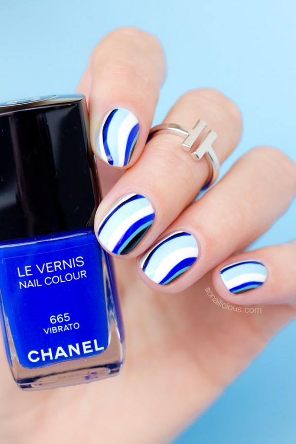 blue-nails-with-chanel-vibrato