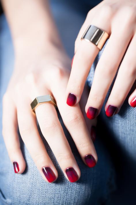 1441209931-cherry-bomb-ombre-opi-nail-art