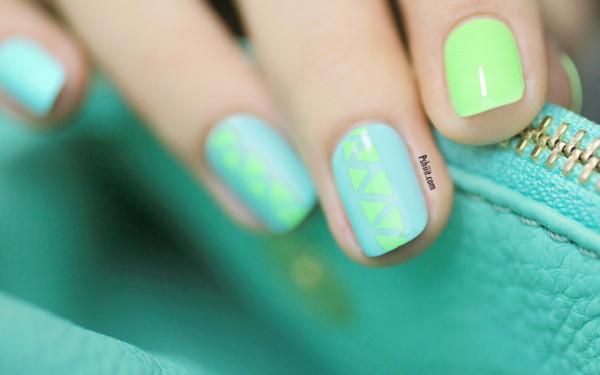 nail-art-mint-et-mini-triangle1