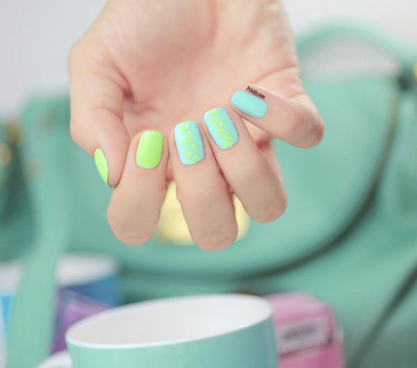 nail-art-mint-et-mini-triangle9