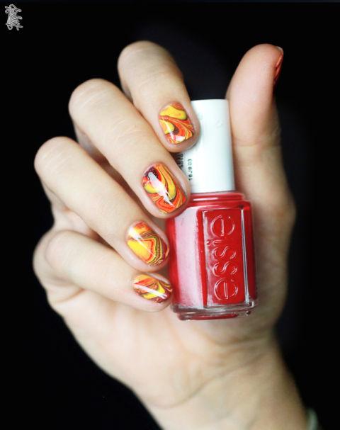 autumn-water-marble-nail-art
