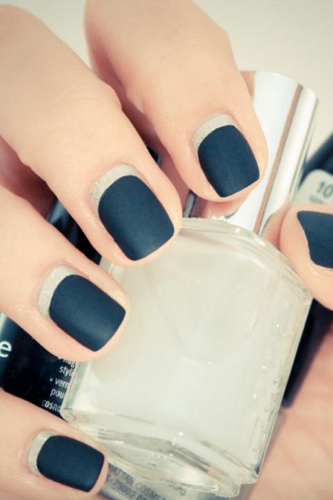 gallery-matte-silver-moon-manicure