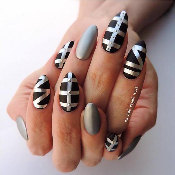 black-striped-chrome-nails-slide_0