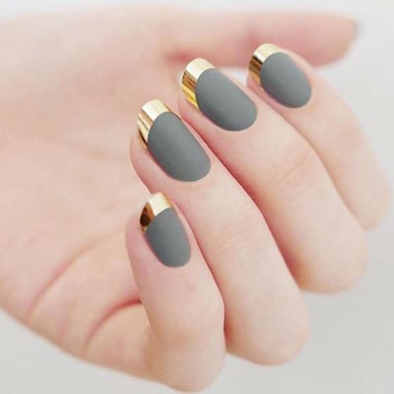 grey-gold-chrome-nails-slide_0