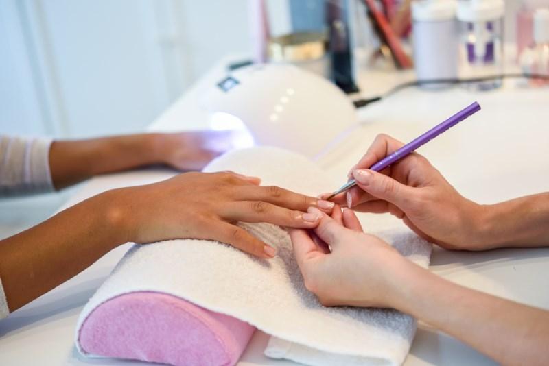 Học nghề nail hiện đang là lựa chọn của nhiều người.
