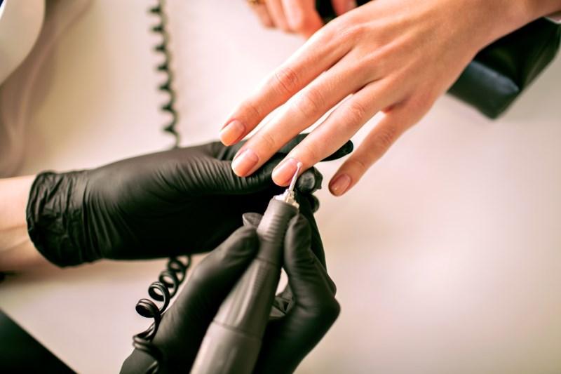 Cần kiên nhẫn để học nghề làm nail.