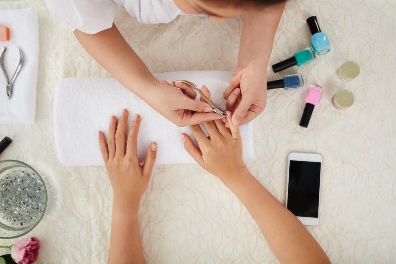 Làm nghề nail cần tác phong gọn gàng.