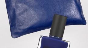 Kiểu móng đẹp với màu xanh và nhũ
