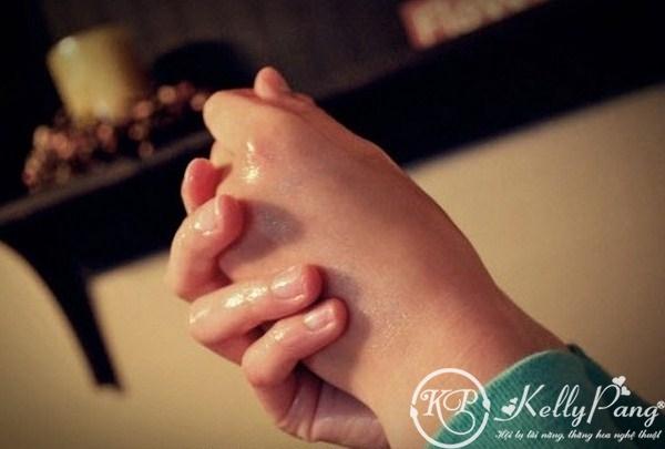 Cach duong mong tay voi tinh dau dua (Copy)