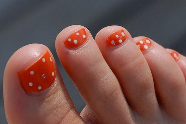 Orange-Toe-Nails-With-White-Polka-Dots (Copy)
