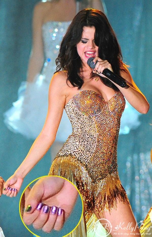 Selena-Gomez-nails-hot-wallpaper dancing HD 5t6r (Copy)