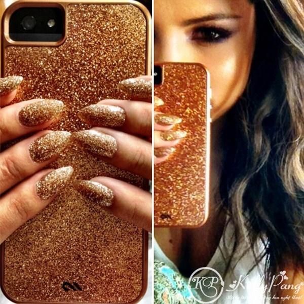 selena-gomez-gold-nails-iphone-case (Copy)