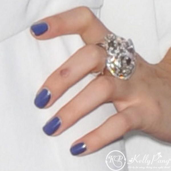 selena-gomez-nails-blue-purple (Copy)