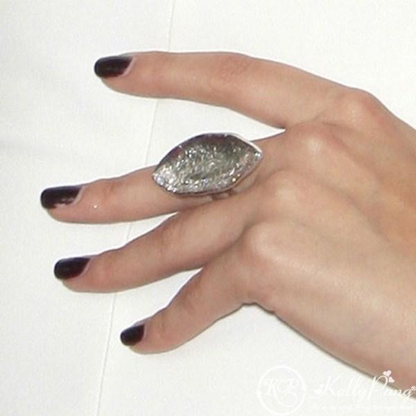 selena-gomez-nails-brown (Copy)