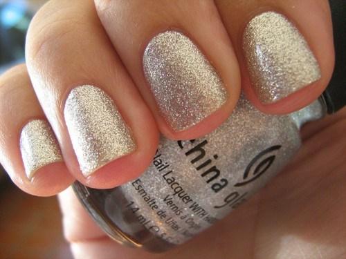 silver-glitter-nails